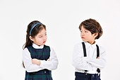 한국인, 초등학생, 신입생, 친구, 어린이 (인간의나이), 싸움 (신체활동), 삐침 (어두운표정)