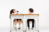 한국인, 어린이 (인간의나이), 초등학생, 학생, 수업중 (교육), 공부 (움직이는활동), 잠 (휴식), 피로 (물체묘사)
