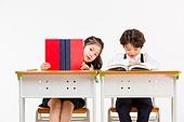 한국인, 어린이 (인간의나이), 초등학생, 학생, 수업중 (교육), 공부 (움직이는활동), 책, 가려진얼굴 (식별할수없는사람), 미소