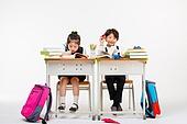 한국인, 어린이 (인간의나이), 초등학생, 학생, 수업중 (교육), 공부 (움직이는활동), 집중, 산만함 (움직이는활동)