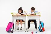 한국인, 초등학생, 학생, 수업중 (교육), 공부 (움직이는활동), 집중, 책가방