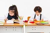 한국인, 초등학생, 학생, 수업중 (교육), 공부 (움직이는활동), 집중, 종이접기