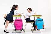 한국인, 어린이 (인간의나이), 초등학생, 학생, 수업중 (교육), 공부 (움직이는활동), 비교, 엿보기 (응시), 미소