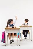 한국인, 어린이 (인간의나이), 초등학생, 학생, 수업중 (교육), 공부 (움직이는활동), 엿보기 (응시), 손들기