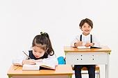 한국인, 어린이 (인간의나이), 초등학생, 학생, 수업중 (교육), 공부 (움직이는활동), 집중, 미소, 자신감