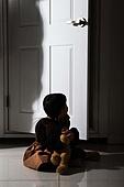 어린이 (인간의나이), 어두운색채 (색상강도), 가정폭력 (폭력), 두려움, 고독 (컨셉)