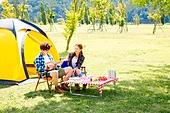 커플 (인간관계), 텐트, 여유로운주말 (레저활동), 휴가, 여행, 캠핑, 디지털태블릿 (개인용컴퓨터), 응시, 음악, 우쿨렐레 (통기타)