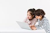 한국인, 어린이 (인간의나이), 초등학생, 노트북사용, 코딩교육, 인터넷서핑 (격언), 집중