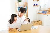 한국인, 남성 (성별), 성인 (인간의나이), 재테크, 아버지 (부모), 딸, 어린이 (인간의나이), 가족, 스트레스