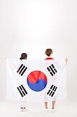 커플 (인간관계), 월드컵축구 (스포츠이벤트), 대한민국 (한국), 환호 (말하기), 들어올리기 (물리적활동), 태극기, 뒷모습