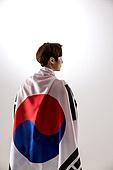 한국인, 남성, 월드컵축구 (스포츠이벤트), 환호 (말하기), 대한민국 (한국), 태극기, 들어올리기 (물리적활동), 뒷모습