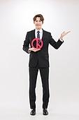 한국인, 남성, 선거, 투표 (선거), 투표인증 (투표), 미소, 안내 (컨셉), 포인팅 (손짓)