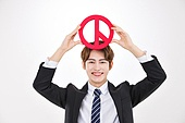한국인, 남성, 선거, 투표 (선거), 투표인증 (투표), 밝은표정, 들어올리기 (물리적활동)