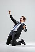 한국인, 비즈니스, 비즈니스맨, 행동 (모션), 활력 (컨셉), 승리, 환호 (말하기), 성공, 무릎꿇고앉기