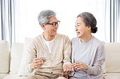 한국인, 노인, 부부, 노인커플 (이성커플), 애정 (밝은표정), 건강관리 (주제), 알약
