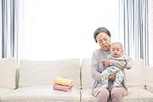 노인, 할머니 (조부모), 아기 (인간의나이), 황혼육아, 돌보기 (컨셉), 스트레스