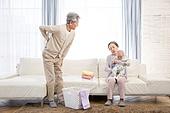 노인, 할머니 (조부모), 아기 (인간의나이), 황혼육아, 돌보기 (컨셉), 스트레스, 할아버지 (조부모), 노인커플 (이성커플), 요통 (질병)