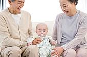 할아버지 (조부모), 아기 (인간의나이), 손자, 미소, 돌보기 (컨셉), 황혼육아, 할머니 (조부모)