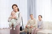 엄마, 출퇴근 (여행하기), 워킹맘, 황혼육아, 노인커플 (이성커플), 아기 (인간의나이), 돌보기 (컨셉), 육아, 도움 (컨셉), 미소