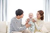 한국인, 엄마, 아빠, 아기 (인간의나이), 육아, 행복, 미소