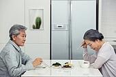 한국인, 노인커플 (이성커플), 식사, 갈등, 지루함 (컨셉), 커뮤니케이션문제 (커뮤니케이션), 무관심