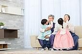 한국명절 (한국문화), 한복, 할아버지 (조부모), 할머니 (조부모), 손자, 손녀, 방문 (사건), 가족, 포옹