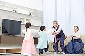 한국명절 (한국문화), 한복, 할아버지 (조부모), 할머니 (조부모), 손자, 손녀, 방문 (사건), 가족, 달리는 (물리적활동)