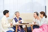 한국명절 (한국문화), 한복, 가족, 다과상 (한국전통), 대화, 미소