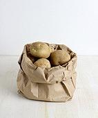 채소 (음식), 음식재료 (음식), 생감자 (채소), 도마, 나무, 햇감자 (조리감자)