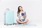 여성, 여름, 휴가, 여행, 비치웨어 (옷), 가이드북, 미소, 응시 (감각사용)