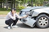 남성, 도로, 자동차, 사고, 교통사고, 파괴 (컨셉), 걱정 (어두운표정), 만지기 (움직이는활동)