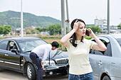 도로, 자동차, 사고, 교통사고, 자동차보험, 파괴 (컨셉), 걱정 (어두운표정), 충돌사고, 시비, 불만, 통화중, 설명