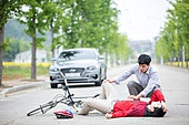 교통, 교통사고, 위험, 자전거, 안전, 고통 (컨셉), 걱정 (어두운표정)