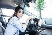 한국인, 여성, 자동차, 운전, 미소, 초보운전, 불안 (컨셉), 걱정 (어두운표정)
