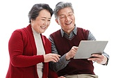 The old couple with the tablet computer video pay New Year's call