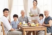 Happy family to eat breakfast