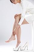 Young woman foot hurts