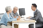 Elderly couples and financial advisors