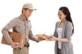 Logistics personnel to customers to send mail