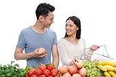 Young couples choose fruit