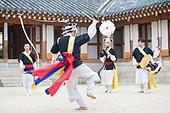 사물놀이 (민속놀이), 꽹과리, 징, 장구, 한국북 (한국전통악기), 상모, 스윙 (움직이는활동)