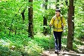 남성, 하이킹 (아웃도어), 산, 혼자여행 (여행), 등산복, 산책길 (보행로), 걷기, 미소