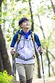 남성, 하이킹 (아웃도어), 산, 혼자여행 (여행), 등산복, 산책길 (보행로), 걷기, 미소, 만족