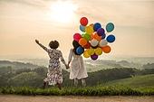 여성, 여행, 감성, 풍선, 친구 (컨셉), 일몰 (땅거미), 점프, 뒷모습
