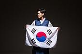 한국인, 남성, 한복, 전통의상, 어두움 (색상강도), 빛 (자연현상), 태극기, 광복절, 응시