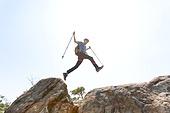 남성, 한명 (사람의수), 산, 산봉우리 (산), 점프, 실루엣, 달리는 (물리적활동)