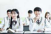 학교생활, 교복 (유니폼), 고등학생, 공부 (움직이는활동), 미소, 수업중