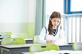교실, 여학생, 고등학생, 고독 (컨셉), 공부 (움직이는활동), 열정 (컨셉)
