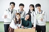 학교생활, 교복 (유니폼), 고등학생, 여학생, 교사 (교육직), 가르치는, 질문 (대화), 미소