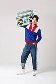 남성, 레트로스타일 (컨셉), 강렬한색채, 대형휴대용카세트 (휴대용스테레오)